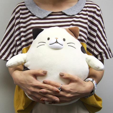 抱きかかえるとちょうど良いサイズです。